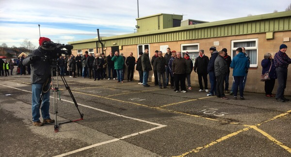 TV filming the ticket queue ‪@OctagonT @LincolnCity_FC @ImpsPremierPlus